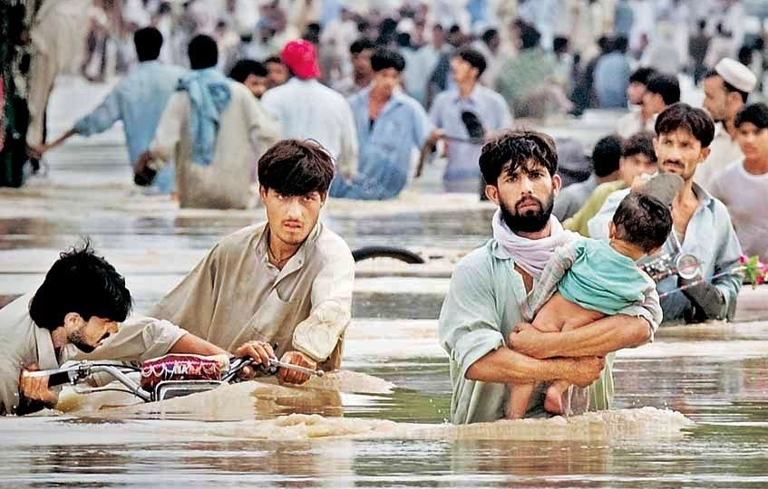paragraph on flood in hindi A flood is a body of water that covers land which is normally dry floods are common natural disasters that can affect millions of people around the world they destroy houses and buildings, and carry soil away from valuable farming land.