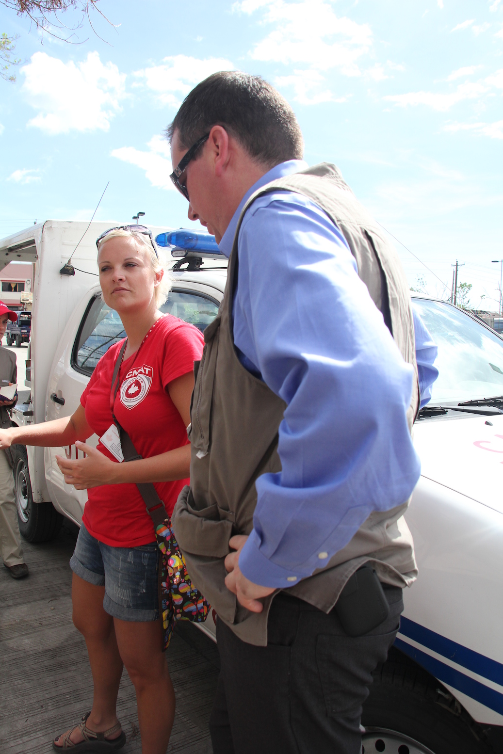 CMAT Team Leader Kate Auger briefs Minister Paradis on CMAT's relief efforts in Ormoc City, Leyte.